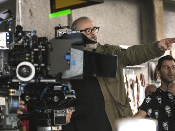 El director Álex de la Iglesia se pone detrás de las cámaras para rodar 'El Bar'