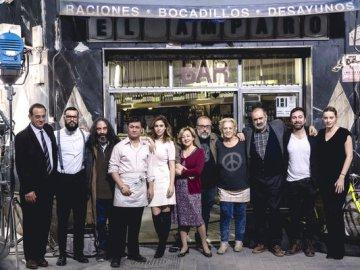 Foto de todo el equipo de 'El Bar'