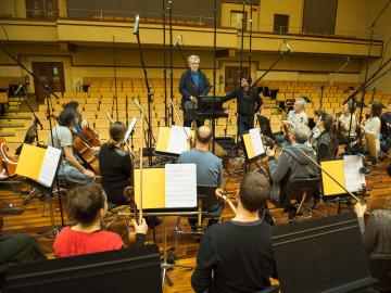 El director de cine ha asistido a la grabación de la banda sonora de Inmersión