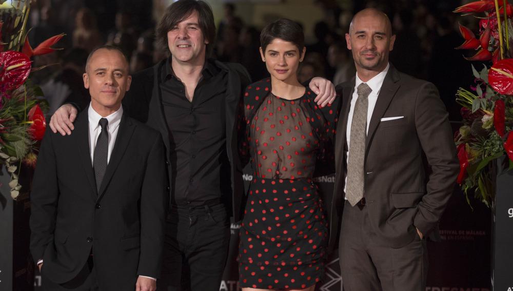 El director Iñaki Dorronsoro y los protagonistas de Plan de Fuga